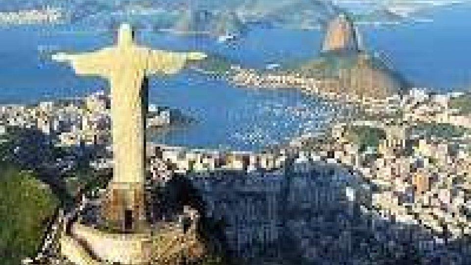 Brasile: topless collettivo a Rio contro legge che lo vieta