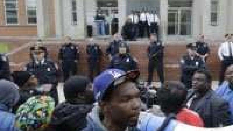 Baltimora (Usa): scontri dopo funerale di un afroamericano morto dopo l'arresto