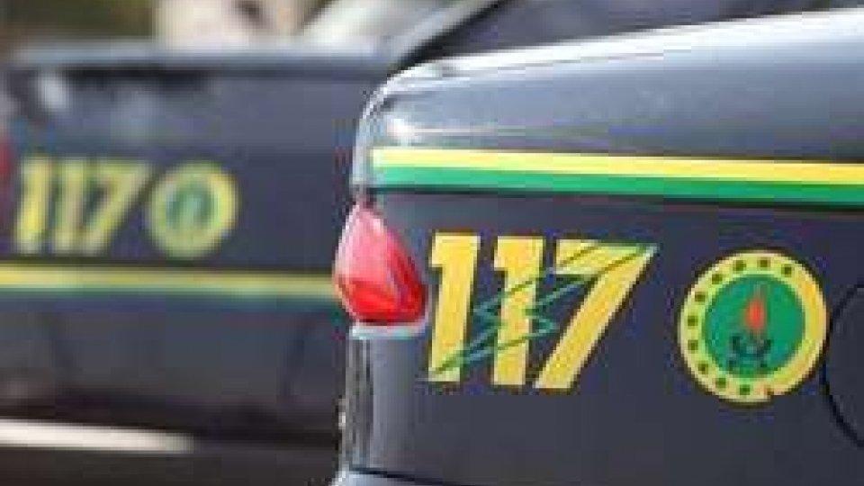 Merce contraffatta: sequestrata dalla GdF merce con logo di Fedez e J-Ax