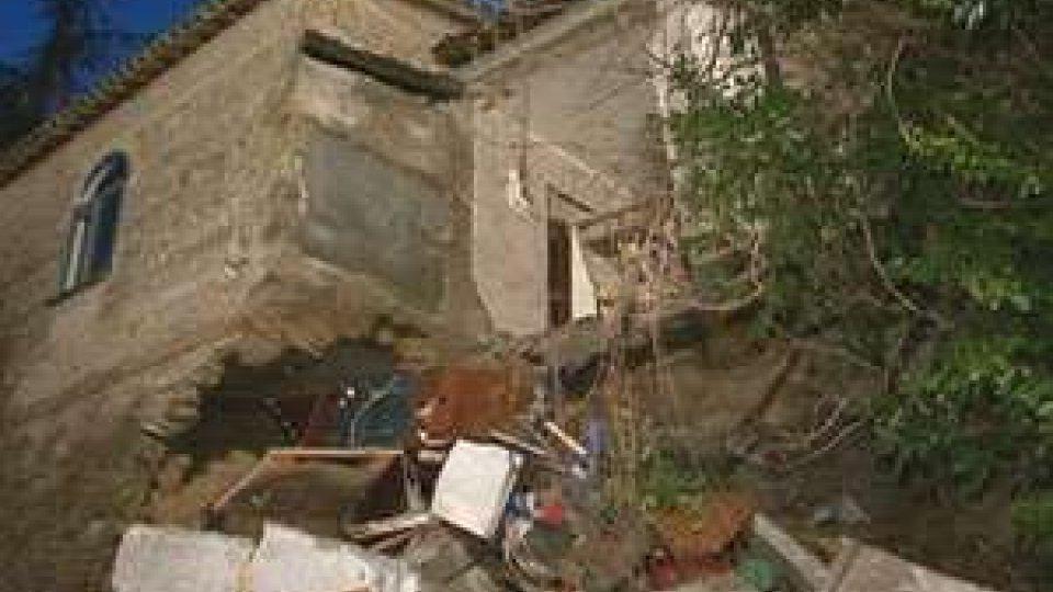 Rimini: crolla una villa disabitata a CovignanoRimini: crolla una villa disabitata a Covignano