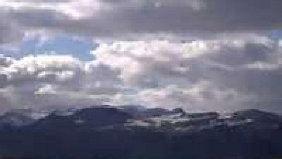 La prima neve: temperature in calo sul TitanoPreallarme meteo per le Marche livello d'attenzione anche per domani in Romagna sull'Appennino e intorno a San Marino sul Carpegna, Balze e Falterone, possibili nevicate e temperature in calo