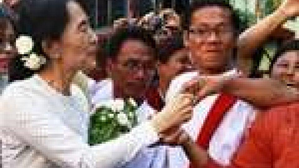 Aun San Suu Kyi ha presentato la candidatura alle elezioni legislative