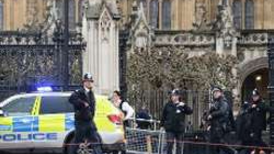 Londra, spari davanti al ParlamentoLondra, spari davanti al Parlamento. Due vittime e vari feriti. Ucciso l'assalitore.