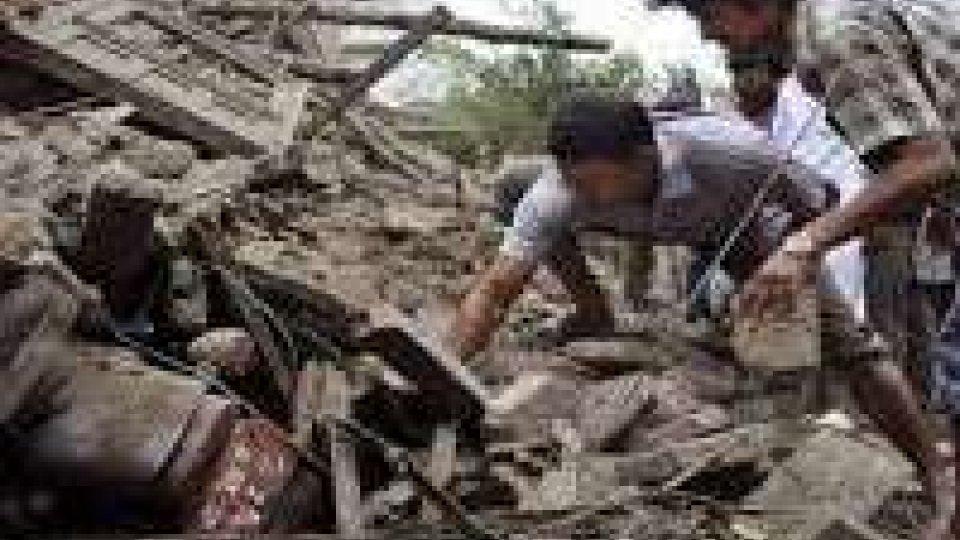 Nepal: salgono le vittime, il miracolo di estratti vivi dopo 8 giorni
