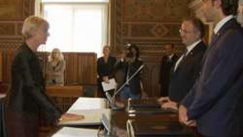 il giuramento di Valeria PiefeliciSan Marino: la Comunità si arricchisce di 41 nuovi cittadini, tra cui il dirigente del Tribunale