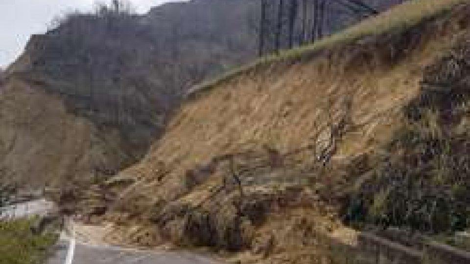 Emergenza frane al San BartoloEmergenza frane al San Bartolo: chiusa la strada del mare e il sentiero 155
