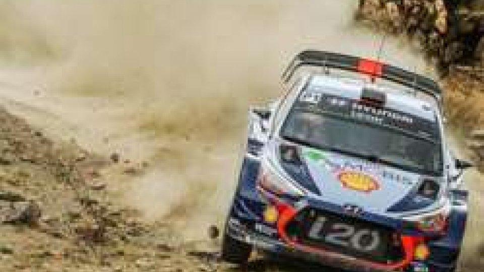 Neuville regala alla Hyundai la vittoria del Rally di CorsicaNeuville regala alla Hyundai la vittoria del Rally di Corsica