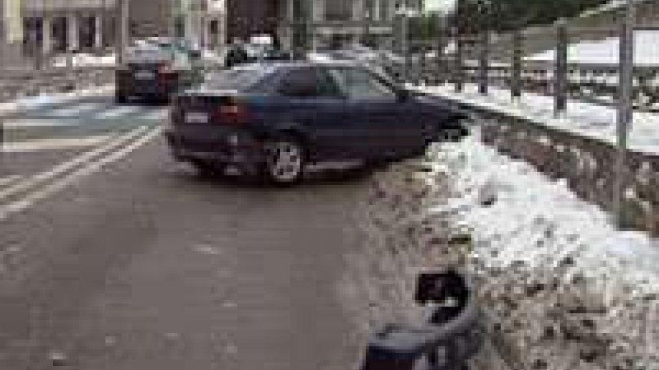 San Marino: auto sbanda sulla superstrada a Borgo, nessuna conseguenza per gli occupanti