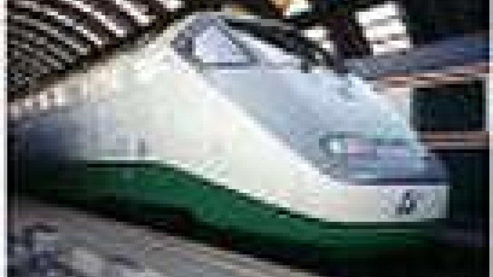 Si fermano i treni per le 17 vittime