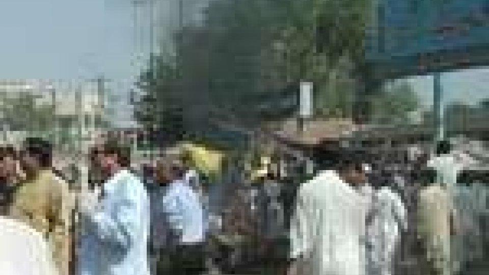 Pakistan, Islamabad: sventato attentato kamikaze in una moschea