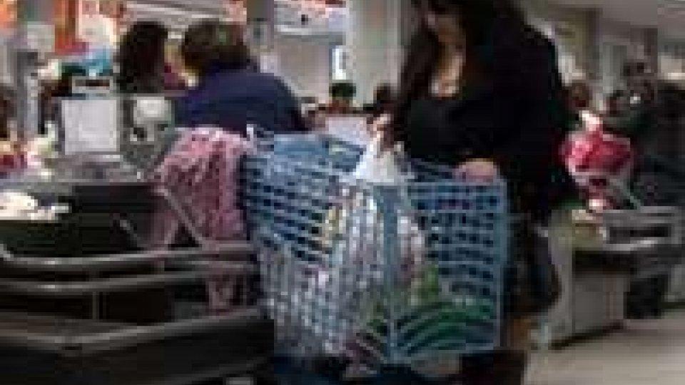 Istat: crollo dei consumi del 3,2%. Le famiglie operaie le più colpiteIstat: crollo dei consumi del 3,2%. Le famiglie operaie le più colpite