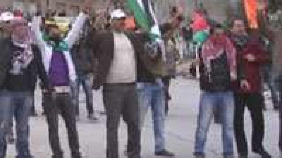 Disordini a Gerusalemme: lanci di pietre tra fedeli islamici ed ebrei