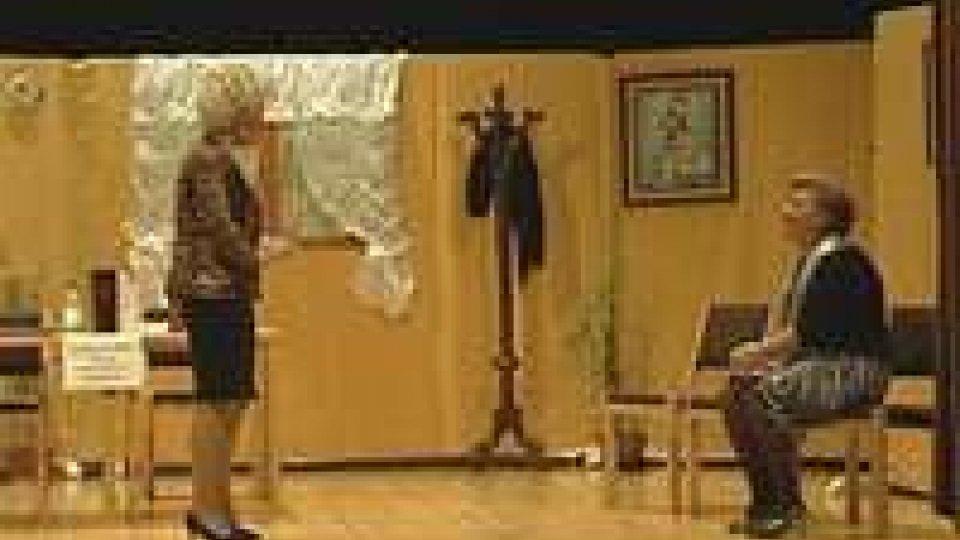 Anziani sul palco al Teatro Titano