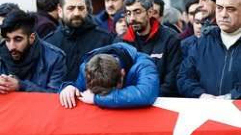 """Istanbul: identificato il presunto killer, arrestata la moglie: """"Non sapevo fosse dell?Isis"""""""