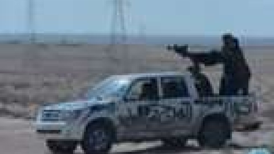 L'esercito di Gheddafi continua ad attaccare le città ribelli