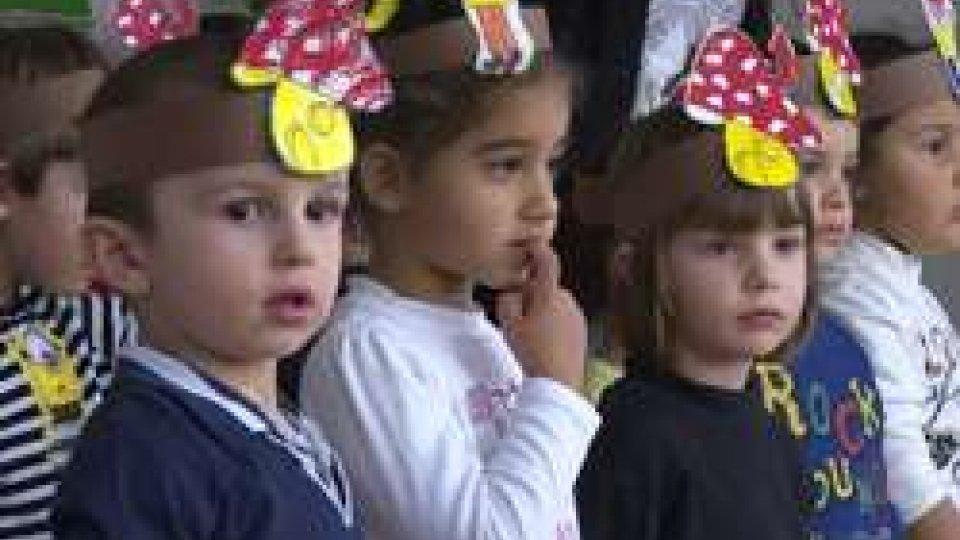 I Capitani Reggenti in visita alle scuoleI Capitani Reggenti in visita alle scuole: canti, progetti in lingua e doni per il Natale