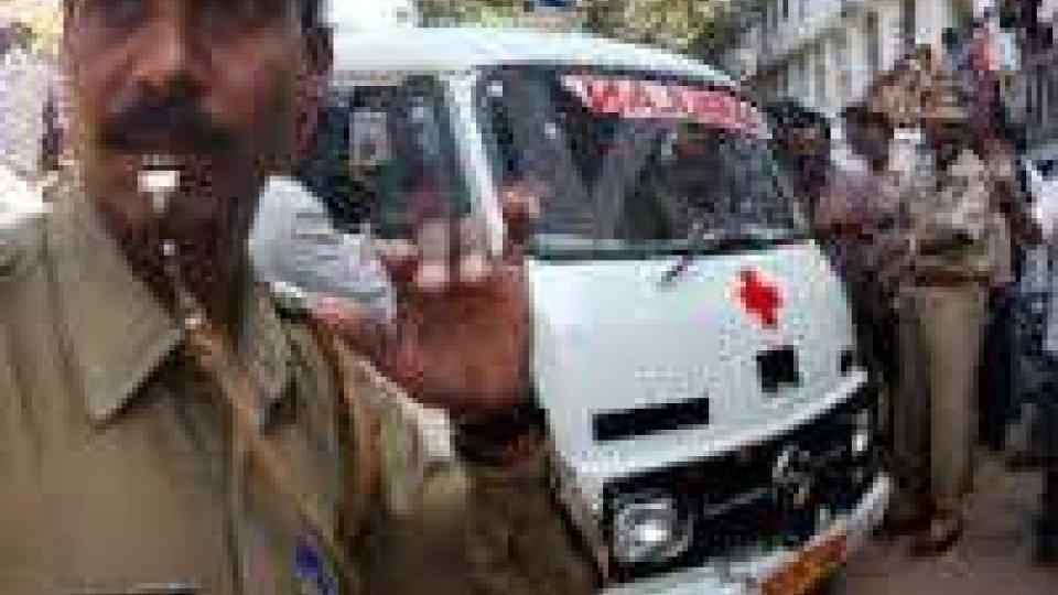 India: esplosione sottomarino, uomini intrappolati