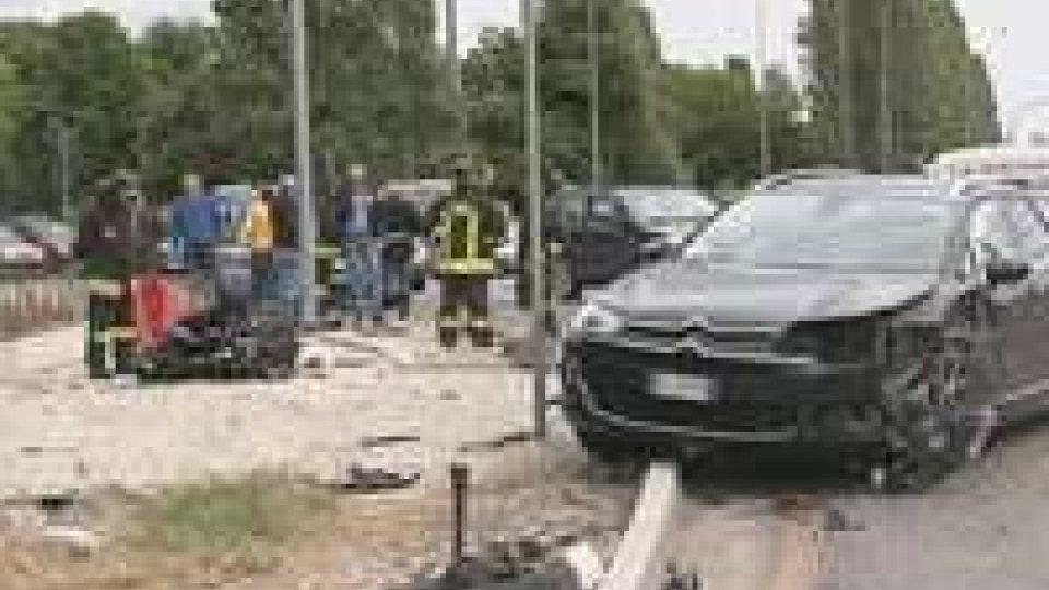 Rimini: grave incidente sulla rotatoria della Grotta rossa