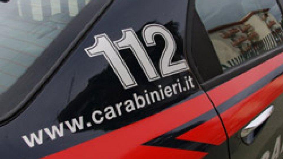 Pesaro-Urbino: donna ritrovata accanto al cadavere del marito in stato semiconfusionale, indagano i Carabinieri