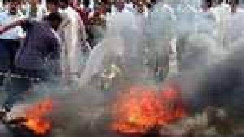 Pakistan: attentato suicida durante un corte funebre