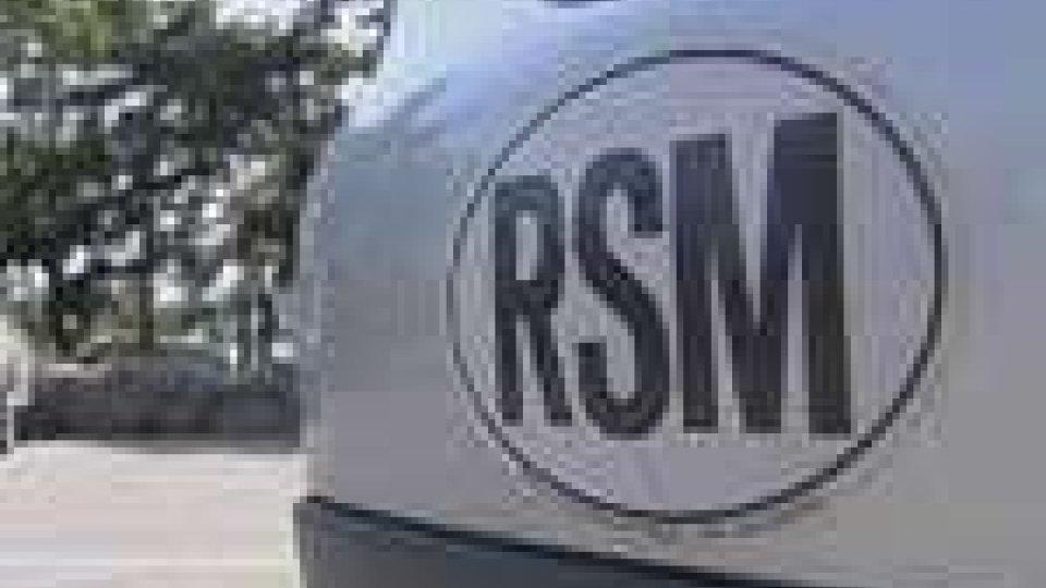 """In Italia senza l'adesivo """"Rsm"""" sulle auto: è multa"""