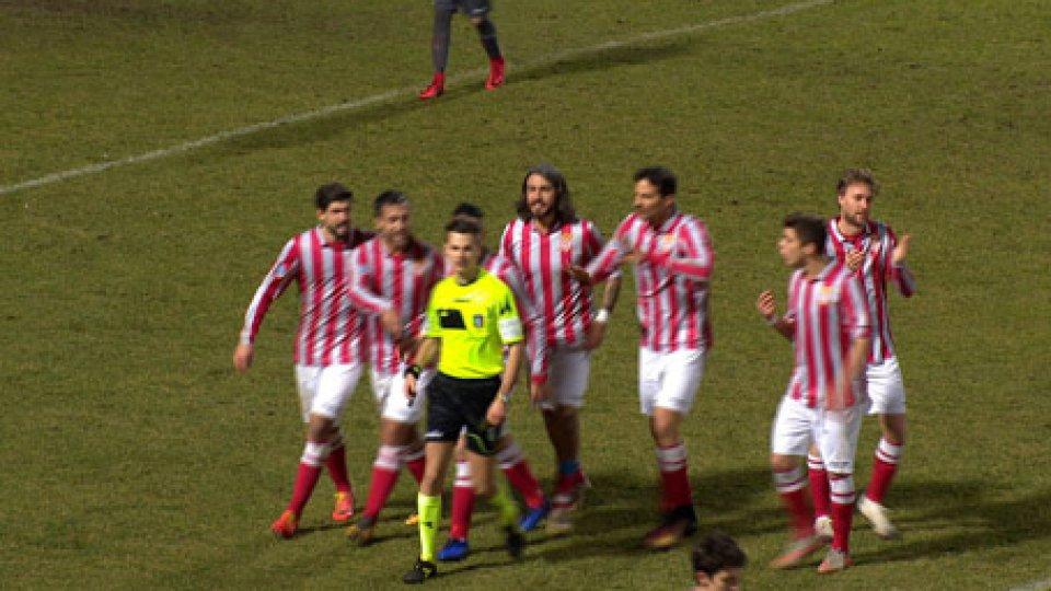 il rigore decretato da CroceIl Cesena vince con un rigore nel recupero e il derby finisce in rissa