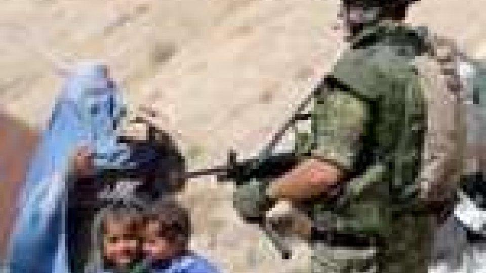 Attentato a Kabul: domani il rientro delle salme. Migliorano i 4 militari feriti