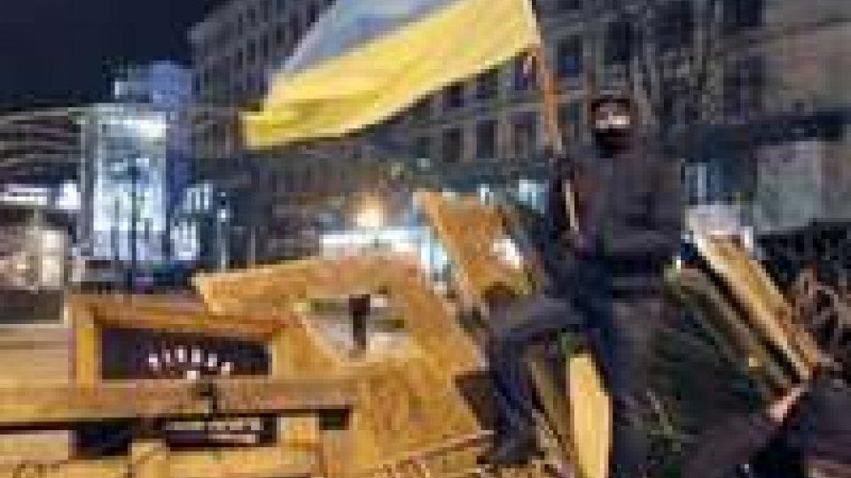 Kiev: la polizia smantella le barricate