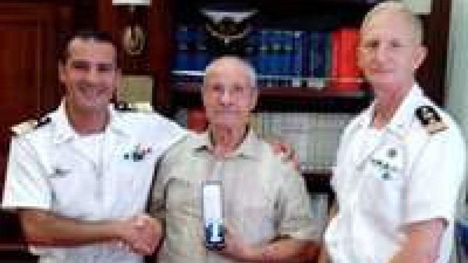 Rimini: consegna medaglia d'onore per lunga navigazione a Giovanni Pellegrini