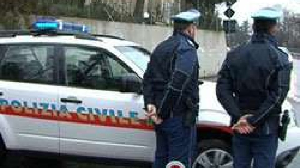 Polizia Civile trova marjuana in un'auto durante un controllo