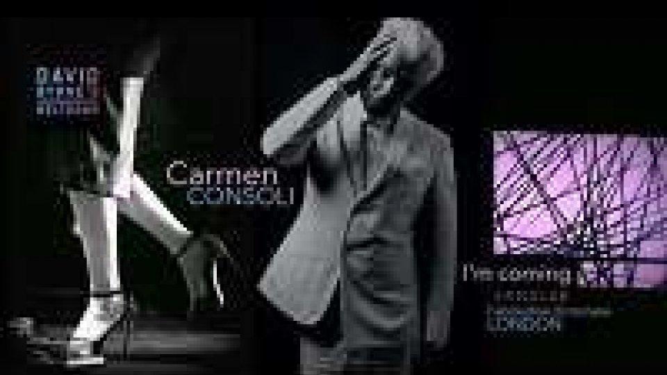 Carmen Consoli tacco 12 e Fender rosa