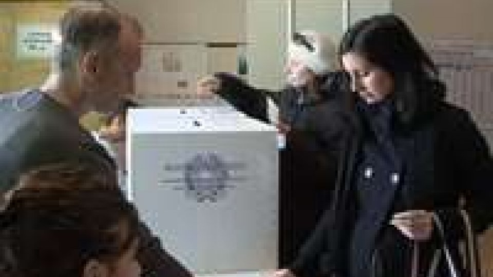L'Italia al voto per Parlamento e tre regioni, seggi aperti oggi fino alle 22