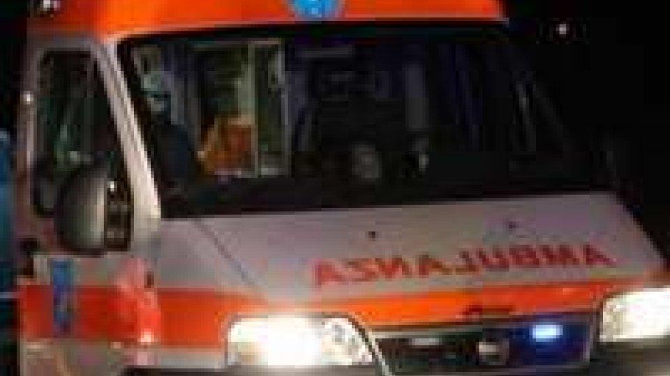 Due poliziotti aggrediti nella notte a Rimini: uno accoltellato