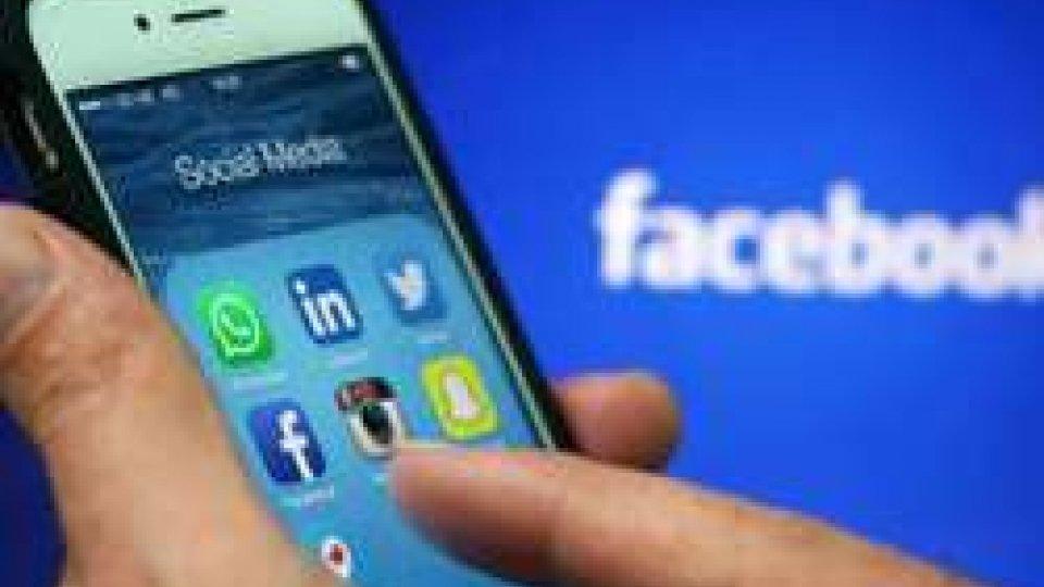 Cala l'uso dei social per le notizie