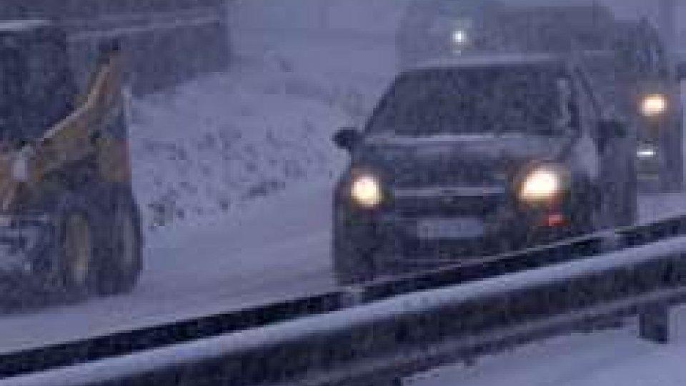 Neve, San Marino: disagi e tamponamenti, domani scuole chiuse