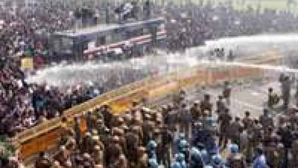 In 2.000 in piazza a New Delhi sfidano il divieto