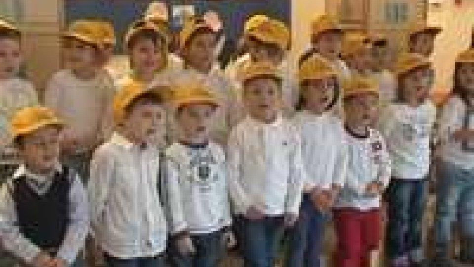 La Reggenza dai bimbi della Scuola dell'InfanziaNatale: la Reggenza dai bimbi della Scuola dell'Infanzia e delle Elementari