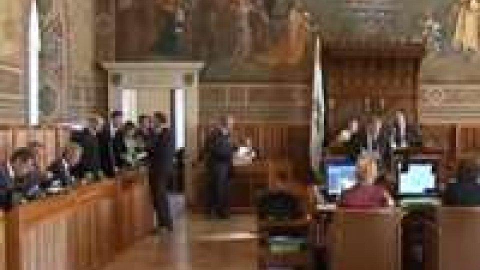 In Consiglio è scontro sulla legge che regola la libera professione di medici e infermieri dell'Iss.