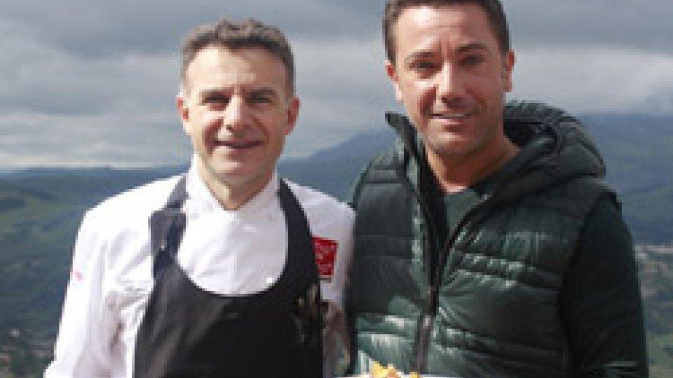 Gli chef Fabio Rossi e Gino D'Acampo in Piazza della Libertà