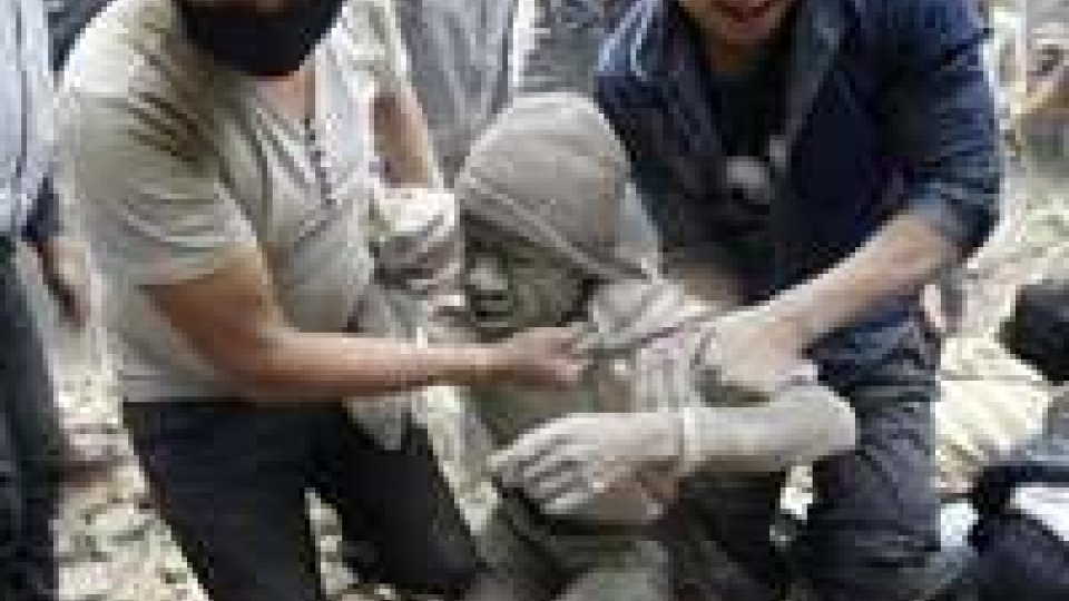 Nepal, continua la conta: 3.600 morti, dispersi 4 italiani