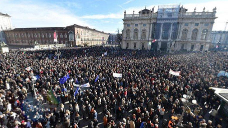 """Foto ansaSì Tav tornano in Piazza a Torino con sostegno della Lega: """"Ora l'accordo con M5S"""", ma Di Battista dice no"""