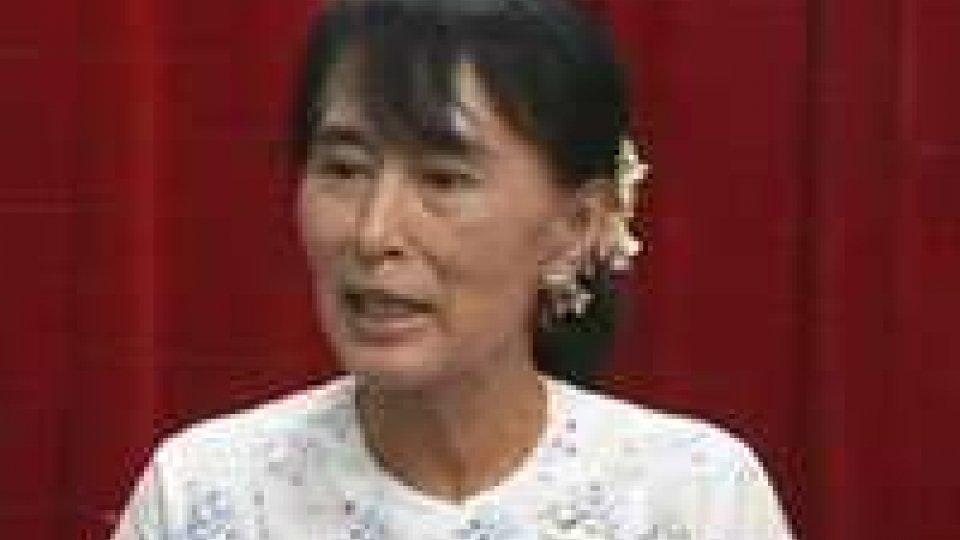 Aung San Suu Kyi presterà giuramento in Parlamento