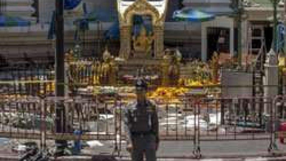 Bangkok, salgono le vittime. È caccia all'attentatore