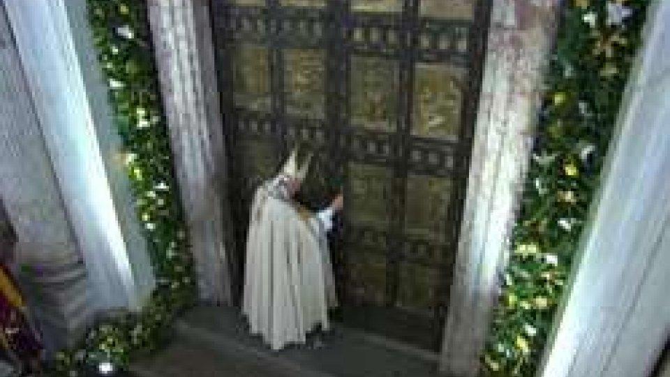 Giubileo: Papa Francesco chiude la porta Santa a San PietroGiubileo: Papa Francesco chiude la porta Santa a San Pietro