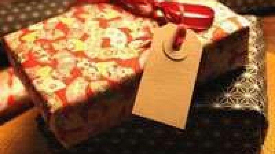 Coldiretti, parte riciclo regali di Natale: lo fa 1 italiano su 3