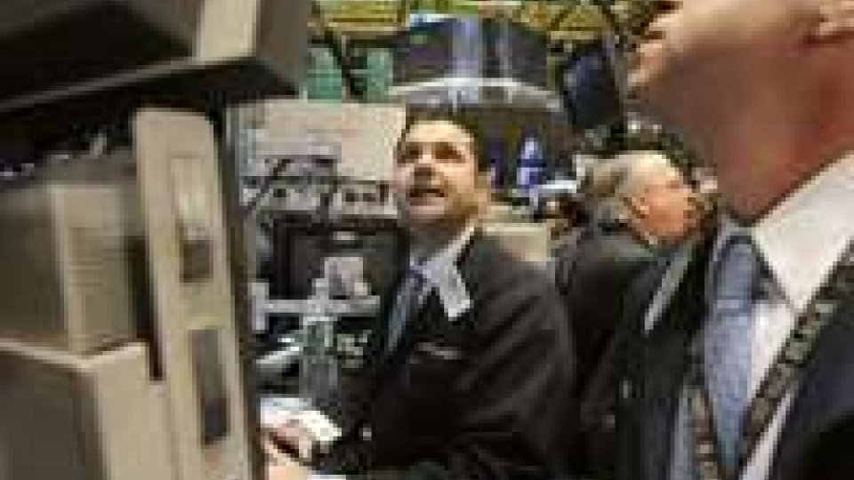 Wall Street sale, in controtendenza su piazze globali