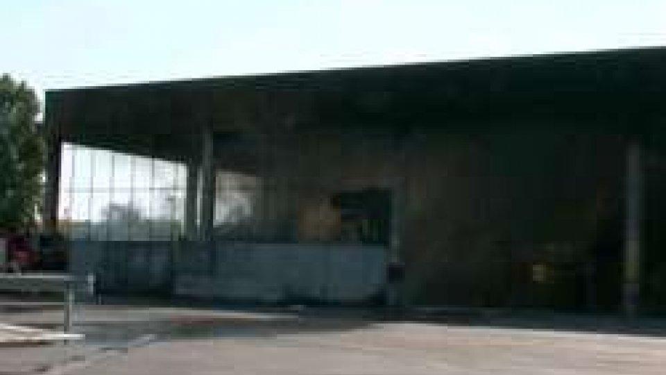Raibano, incendio nel deposito dei rifiuti