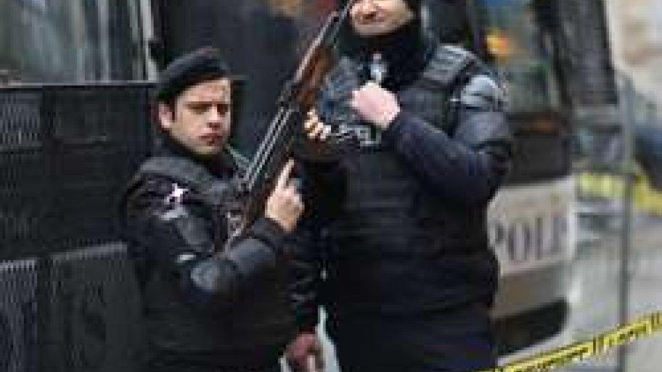 Turchia: maxi-blitz contro rete Gulen, oltre 800 arresti
