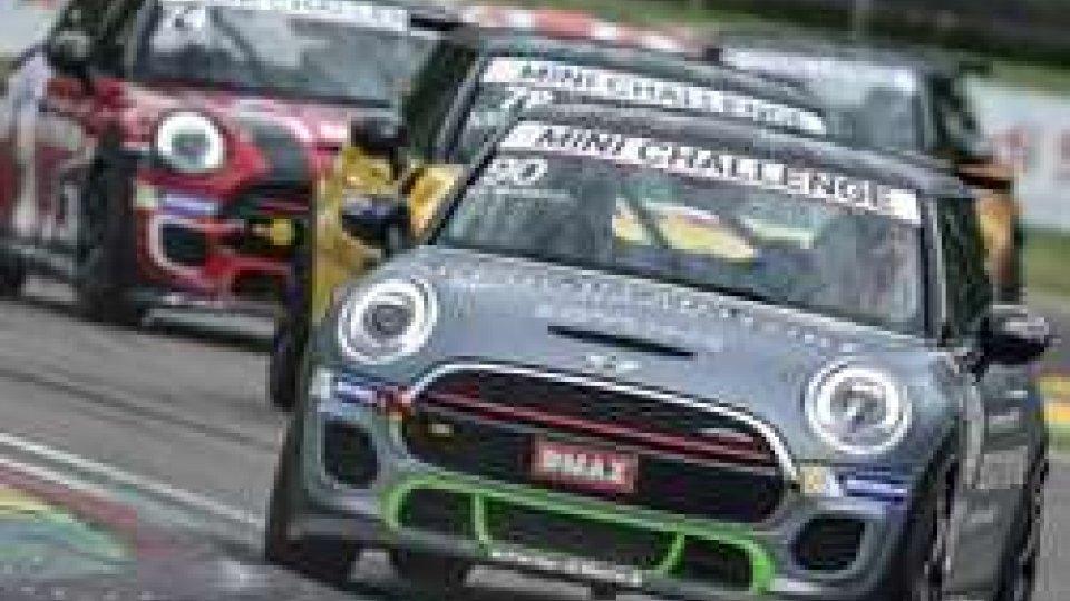 A Imola Bagnasco conslude un weekend sraordinario nel Mini Challenge Italia centrando un doppio successo nella lite
