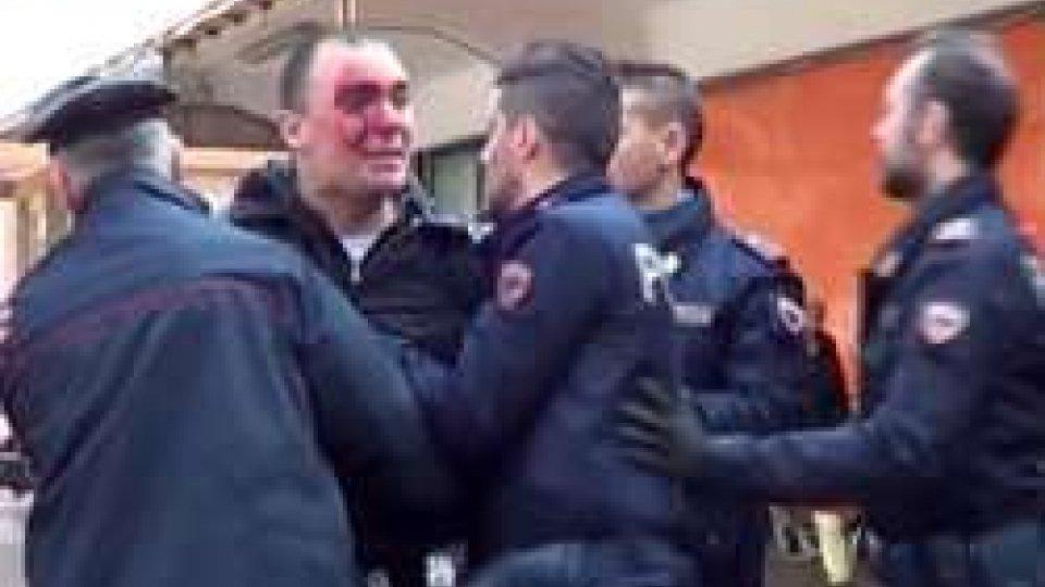 """Rimini: rissa tra manifestanti di Forza Nuova e ragazzi del centro sociale """"Casa Madiba"""""""